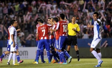 Paraguay celebrate their first goal against El Salvador - Photo: AFP