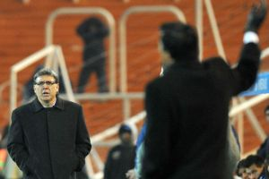 """Bobo, a quie te comiste"" - we all love Tata Martino! - Photo: estadio.com.py"