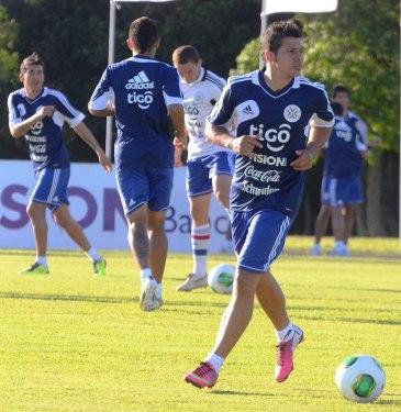 Robin Ramirez is part of Mexican legion including Edgar Benítez (background far left) - Photo: Prensa Selección Paraguaya de Fútbol