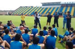 Mario Jacquet addresses his new squad - Photo: Teledeportes.com.py