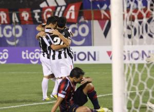 Libertad celebrate their latest win, this time against Cerro Porteño in the league - Photo: Club Libertad Prensa