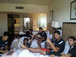 Libertad players chilling in Lima hotel - Photo: Twitter @diegofisiomed