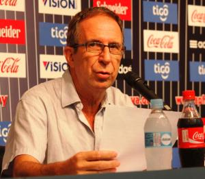 Gerardo Pelusso reads out the list of players - Photo: Prensa Selección Paraguaya de fútbol