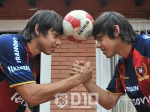 Angel Romero pictured with twin brother Oscar - Photo: D10.com.py