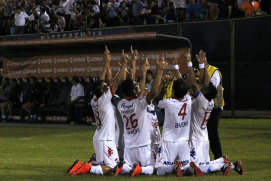 Nacional celebrate goal in the 1st leg in typical fashion, Photo: Club Nacional Paraguay