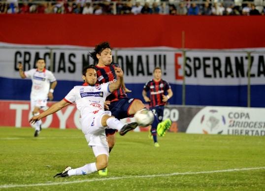Santa Cruz scores - AFP PHOTO / GUSTAVO SEGOVIA